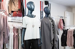 Ladenbau Lamellenwand | Shopping-Erlebniswelt kreieren